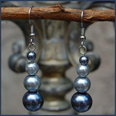 Simple and elegant glass pearl earrings.