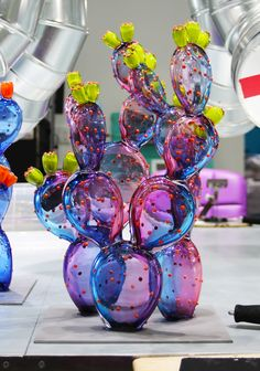 Living in Arizona we are all about the beautiful cactus, so why not glass cactus! We do all kinds of shapes, sizes, and colors! Glass Cactus, Kinds Of Shapes, Glass Artwork, Custom Glass, Cactus Decor, Arts And Crafts, Diy Crafts, Arizona, Decoration