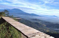 Kulon Progo memang memiliki banyak wisata alam yang sangat menarik, salah satunya yaitu Bukit Isis Nglinggo yang memiliki pesona alam cukup menakjubkan. Mountains, Nature, Travel, Naturaleza, Viajes, Trips, Nature Illustration, Outdoors, Traveling