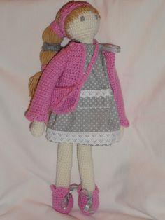 Anielka ma 36 cm wysokości, jest wykonana całkowicie ręcznie, bezpieczna nawet dla małych dzieci, wszystkie ubranka są zdejmowalne