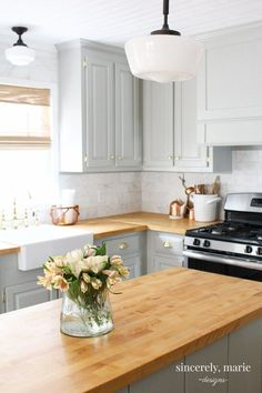 light grey cabinets with butcher block countertops and butcher block island Source by The post Ways To Style Grey Kitchen Cabinets appeared first on Lee Scahartz Interiors. Grey Kitchen Cabinets, Diy Kitchen, Kitchen Decor, Kitchen Ideas, Kitchen Wood, Kitchen Sinks, Kitchen Backsplash, Country Kitchen, Awesome Kitchen