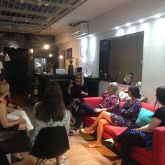 Tá rolando workshop sobre beleza aqui no #espacodellasbar  com @jessicamahlmann