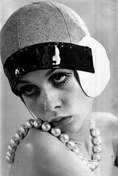 Twiggy.  1960s mod 1920s art deco inspired fashion. cloche hat