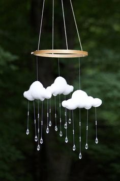 Rainy Day: A very classic addition to any child's nursery. Gender neutral & can work with any theme! It's the perfect gift for any mother to be! Baby Crafts, Home Crafts, Diy And Crafts, Nursery Themes, Nursery Decor, Cloud Mobile, Adventure Nursery, Hanging Mobile, Wind Chimes