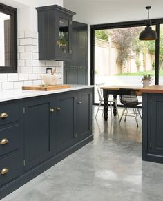 I love the dark detailing on the cabinetry in this London kitchen. I love the dark detailing on the cabinetry in this London kitchen. The perfect balance of monochromatic darkest blue and white with touches of brass. The cupbo Devol Kitchens, Shaker Style Kitchens, Black Kitchens, Home Kitchens, Kitchen Black, Grey Shaker Kitchen, Gold Kitchen, Modern Kitchens, Dark Grey Kitchen Cabinets