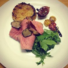 Sous Vide Fillet of Beef with Fresh Black Truffle, Thyme Potato Rosti with Slow Roasted Heritage Tomatoes and Wild Rocket #georgeskitchen #sousvide #officelunch Photo cred: @georges_kitchen