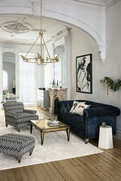 Find out why modern living room design is the way to go! A living room design to make any living room decor ideas be the brightest of them all. Living Room Lighting Design, Living Room Designs, Contemporary Interior Design, Decor Interior Design, Luxury Interior, Interior Decorating, Window Decorating, Eclectic Design, Interior Modern