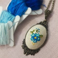 Let it be an evil eye bead. Happily in the owner& neck . Sahibinin boynunda Mutlulukla k… Let it be an evil eye bead. Sewing Stitches, Hand Embroidery Stitches, Embroidery Jewelry, Beaded Embroidery, Cross Stitch Embroidery, Cross Stitch Patterns, Tiny Cross Stitch, Cross Stitch Flowers, Cross Stitching