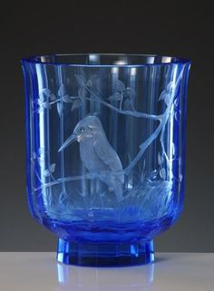Paradise 507, hand cut and engraved vase, motif Kingfisher » Moser glassworks - Luxury Bohemian Crystal Glass