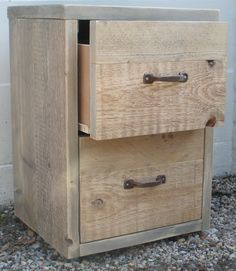 nachtkastjes steigerhout - Google zoeken Scaffolding Wood, Scaffold Boards, Metal Lockers, Pallet Projects, Wood Furniture, Home And Living, Filing Cabinet, Living Room Decor, Woodworking