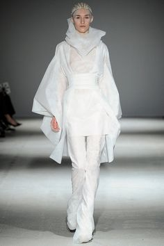 Gareth Pugh   Fall 2014 Ready-to-Wear Collection   Style.com