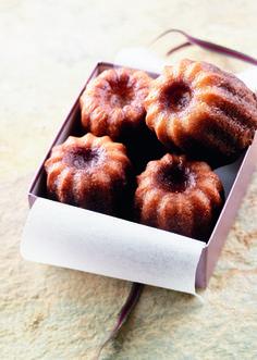Les+vrais+cannelés+bordelais Tea Cakes, Cupcake Cakes, No Bake Desserts, Dessert Recipes, Biscuit Cupcakes, Breakfast Dessert, Love Food, Sweet Treats, Food Porn