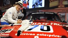 LE SCAN SPORT - Brad Pitt devrait donner le départ de la 84e édition des 24 heures du Mans, d'autres personnalités, comme Jackie Chan, Jason Statham et Keanu Reeves, seront aussi présentes.