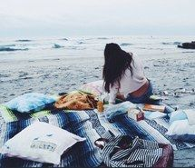 Inspiring image beach, blanket, blue, boho, brunette, camp, cold, fall, fire, girl, hair, hippie, indie, ocean, poncho, sand, summer, sweater, water, weather, winter #2198633 by Lauralai - Resolution 623x404px - Find the image to your taste