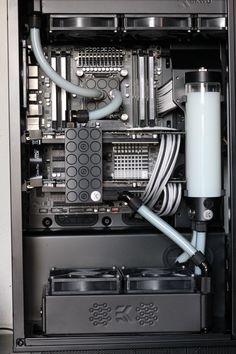 Custom loop inside a Phanteks Enthoo Primo.