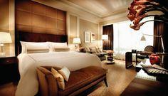 Спальня как в отеле: girls_only_off