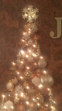 How To String Lights On A Christmas Tree My Friends Christmas Treestring Lights From Wall To Wall In A