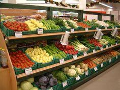 Fruit And Veg Shop, Fruit And Vegetable Storage, Vegetable Shop, Vegetable Stand, Veggie Display, Home Deco Furniture, Shop Shelving, Supermarket Design, Healthy Fruits