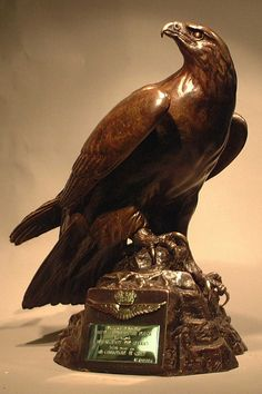 http://www.ag-sculptures.co.uk/wp-content/gallery/golden-eagle/golden_eagle_2_ag-sculptures.jpg