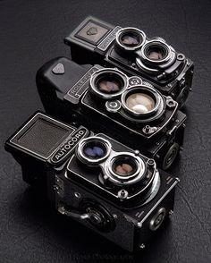 Twin lens reflex camera comparisons Minolti Autocord, Rolleiflex 2.8F and Rolleiflex 3.5 T Type1
