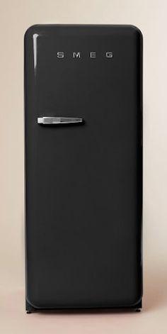 love the retro look to the SMEG fridge http://rstyle.me/n/ra5c5r9te