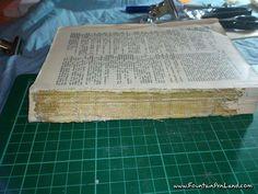 Proceso de restauración de un libro muy antiguo