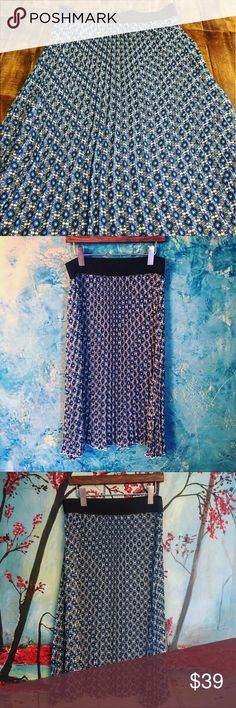 """LuLaRoe pleated midi skirt with floral print A beautiful floral printed LuLaRoe pleated skirt in blue. I don't recall ever wearing it. If Isis it most probably been once. It's basically in a new  perfect condition. Size l wait 15 stretched to 20"""". Length 29"""". May also fit a medium. LuLaRoe Skirts Midi"""
