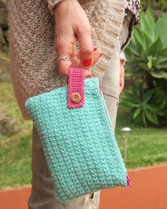 Cómo hacer un neceser de ganchillo con forro | Bluü Crochet Crafts, Yarn Crafts, Crochet Projects, Purse Patterns, Knitting Patterns, Crochet Pouch, Crochet Purses, Love Crochet, Tricot