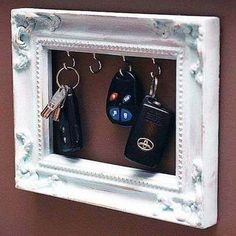 Key holder - 35 Fantastic Ways to Repurpose Old Picture Frames