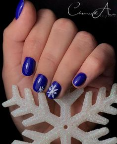 "9 aprecieri, 0 comentarii - Caramell Ana Nails Artist (@caramell_nails.artist) pe Instagram: ""💙"" Christmas Manicure, Nail Artist, Nails, Painting, Beauty, Instagram, Xmas Nails, Finger Nails, Ongles"