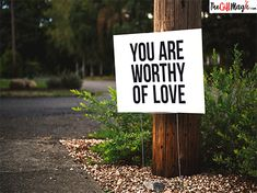 The best 33 healing affirmations by legend of self-love, Louise Hay. Beautiful designs to lighten up your day and boost that mental health. You are worth it! Jiddu Krishnamurti, Gary Zukav, Brian Weiss, Healing Affirmations, Positive Affirmations, Saint Esprit, Told You So, Love You, You Are Worthy