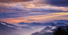 Красивые фотографии туманаТайваньский фотограф, который гордо называет себя Thunderbolt (Удар молнии), увлекается съёмками окружающего земного пространства с высоты гор, окружающие город Тайчжун, ...