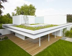 German architects Christ Christ have added box-like rooms and an outdoor cinema to the roof of a house in Wiesbaden. Named House S, the former bungalow now has three storeys, with a cantilevered roof separating the first floor from the new upper level.