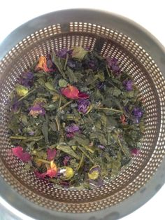 A green blend picked up from La Petite Planethe in Valencia, Spain. Contains: Sencha Green Tea, Rose Petals, Mallow Flowers and natural aroma of Orange and Lime.