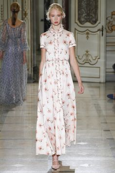 Luisa Beccaria Spring 2016 Ready-to-Wear Collection Photos - Vogue  http://www.vogue.com/fashion-shows/spring-2016-ready-to-wear/luisa-beccaria/slideshow/collection#6