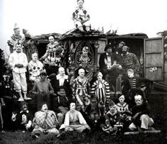 Vintage Circus Freak Clowns - No, this is not a tour photo for the Insane Clown Posse, though these circus performers do look more like a bloodthirsty gang than a merry group of family entertainers. Clown Film, Es Der Clown, Circus Clown, Creepy Clown, Creepy Circus, Creepy Carnival, Circus Acts, Clown Posse, Carnival