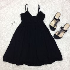 Black Express causal dress small Worn twice, soft and super comfy has a band scrounge like under the bust, has adjustable straps, no flaws, no trades Express Dresses Midi