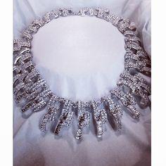 Ett fantastiskt halsband perfekt för heta sommarnätter på dansgolvet. #makeway#halsband#voila#kungenskurva#stockholm#popupforce#popupplace#s...