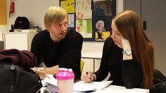 Yksilöllinen oppimismalli herättää kiinnostusta, mutta myös huolia. Ylen Koulukorjaamossa yleisöltä tulleisiin kysymyksiin vastaavat opettajat Pekka Peura ja Markus Humaloja.