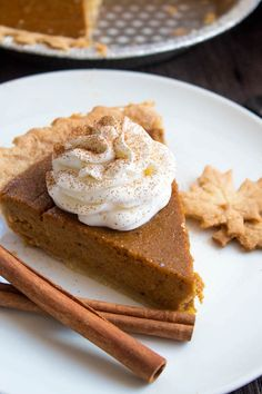This Easy Homemade Pumpkin Pie is the perfect dessert for Thanksgiving. You'll only need a few simple ingredients to create a rich and delicious pie that'll surely wow all your guests! Homemade Pumpkin Pie, Pumpkin Pie Recipes, Canned Pumpkin, Banana Bread Recipes, Fall Recipes, Frosting Recipes, Dessert Recipes, Pumpkin Pie Cupcakes, Pumpkin Cakes