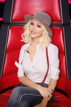 Christina Aguilera OMG I LOVE this outfit!!!!! I'm gonna try it!!!