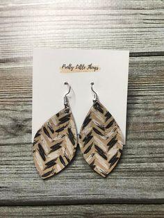 Pretty Little Things by Cassie Khaki Chevron Earrings Grace And Co, Leather Earrings, Contemporary Fashion, Little Things, Cassie, Pretty Little, Love Fashion, Chevron, Drop Earrings