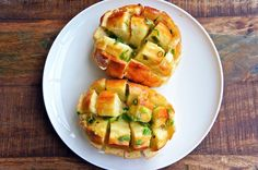 Bloomin Onion Rolls - Use garlic instead of onions with cheese :)