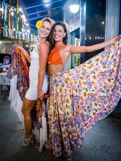 Rita usa traje típico do Norte, já Jeiza mistura o xale a seu charme de mulher da cidade grande (Foto: João Miguel Júnior / TV Globo)