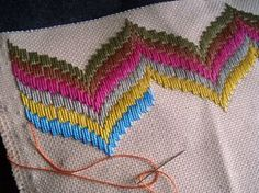 Discover thousands of images about Huck Embroidery / Punto Yugoslavo / Swedish Weaving / Bordado Vagonite Bargello Needlepoint, Motifs Bargello, Broderie Bargello, Bargello Patterns, Needlepoint Stitches, Hand Embroidery Stitches, Ribbon Embroidery, Cross Stitch Embroidery, Embroidery Patterns