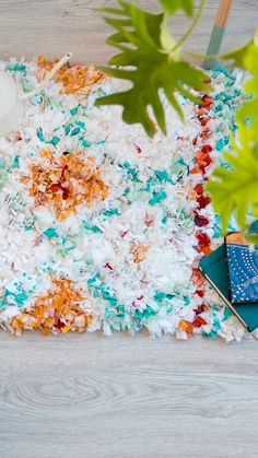 Sewing Hacks, Sewing Projects, Projects To Try, Fun Crafts, Diy And Crafts, Braided Rag Rugs, Diy Carpet, Knitted Bags, Weaving