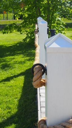 how to build a rope fence