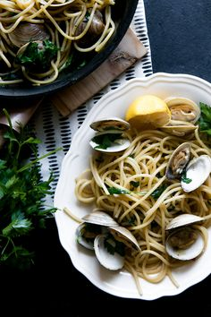 Pasta with Clams in White Wine Garlic Sauce, a new take on the classic Spaghetti alle Vongole made with bucatini and littleneck clams in a white wine garlic sauce. pasta photography Pasta with Clams in White Wine Garlic Sauce Clam Pasta, Pasta Dishes, Pasta With Clams, Healthy Pastas, Healthy Snacks, Healthy Recipes, Yummy Pasta Recipes, Seafood Recipes, Kitchens