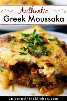 moussaka griechisch Moussaka is a classic Greek eggplant casserole thats super delicious. This tradi. - Moussaka is a classic Greek eggplant casserole thats super delicious. This traditional Greek recipe - greek recipe Casserole Recipes, Meat Recipes, Gourmet Recipes, Cooking Recipes, Healthy Recipes, Healthy Nutrition, Drink Recipes, Healthy Eating, Eggplant Moussaka
