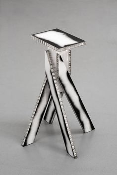 Robert Stadler, Aymeric, 2014, AluCore©, aluminium, 52 x 37 x 37 cm, courtesy of the artist, Foto: Martin Argyroglo